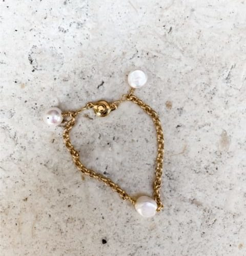 kirstin matte gold chain pearl bracelet