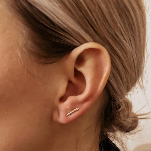 hendrix earring on model 5 beads